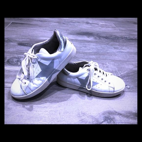 a6defd4cca2 Steve Madden silver star sneaker-6.5. M 5b8f1defb6a942cf6ddcaaba